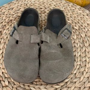 Betula by Birkenstock size 38 Taupe Suede Clogs